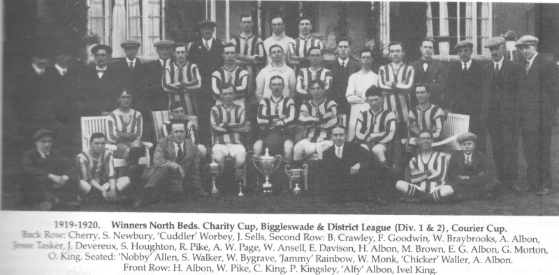 BRAYBROOKS BACK ROW 3RD IN  1920 aRLESEY